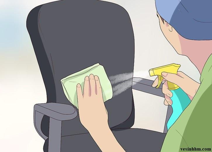 Dùng nước xịt khử mùi chuyên dụng